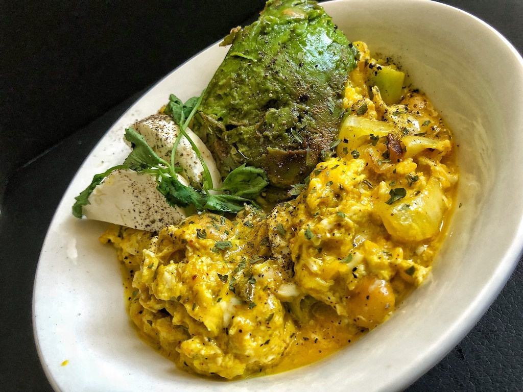Healthy Keto Vegetarian Scrambled Eggs With Avocado And Cream Cheese Must Try