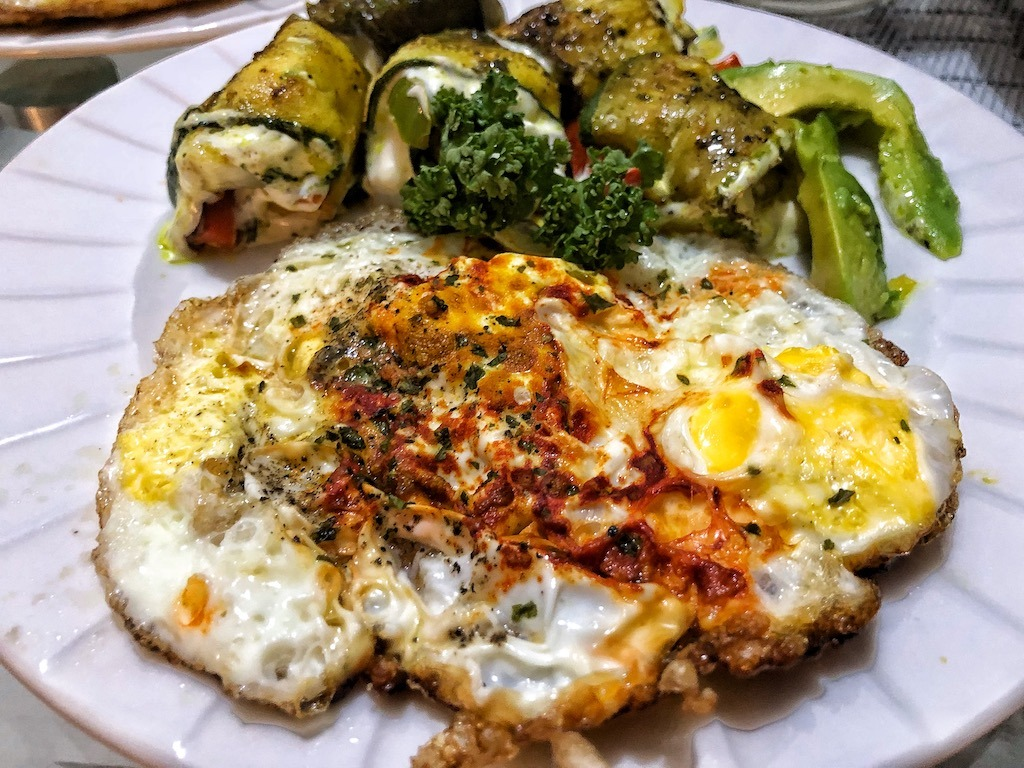 Healthy Low Carbs Keto Vegetarian Zucchini Rolls With Fried Eggs And Avocado Lunch
