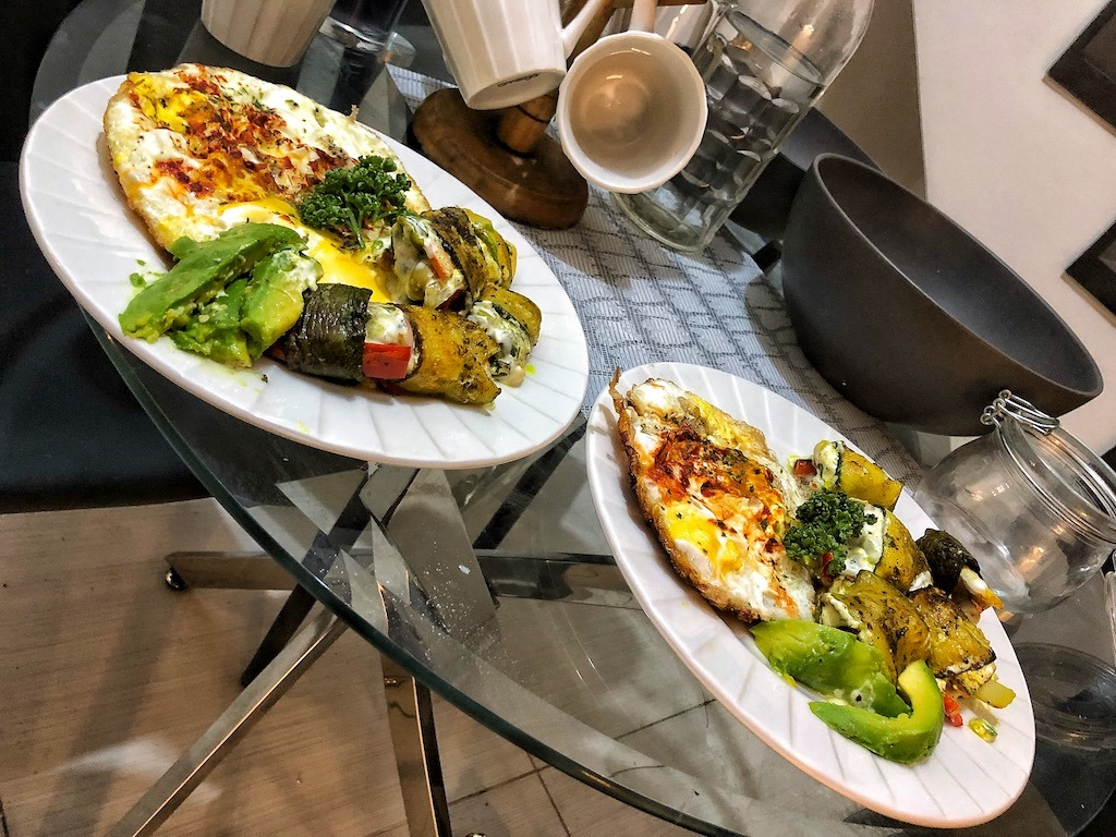 Lunch Low Carbs Keto Vegetarian Zucchini Rolls With Fried Eggs And Avocado