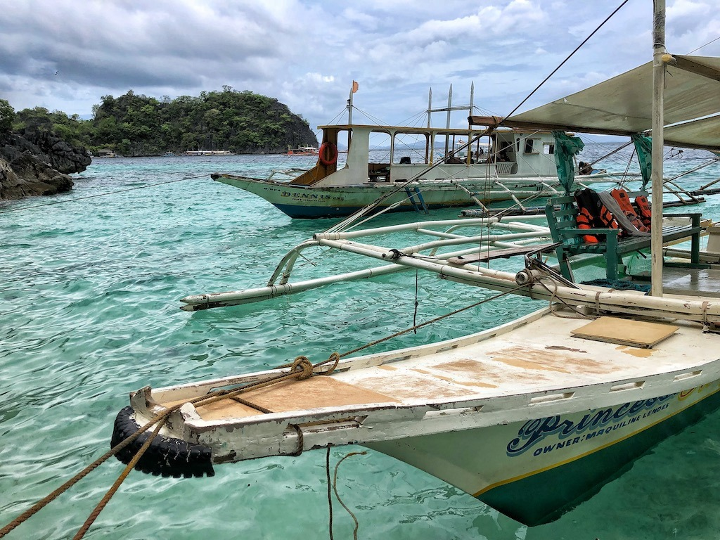 Things To Do in Coron While Raining Season – Photographic Account Beach 91 Enoying Moment