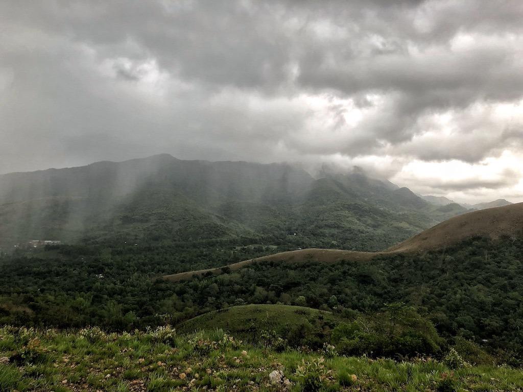 Things To Do in Coron While Raining Season – Photographic Account Mt Tapyas Raining View