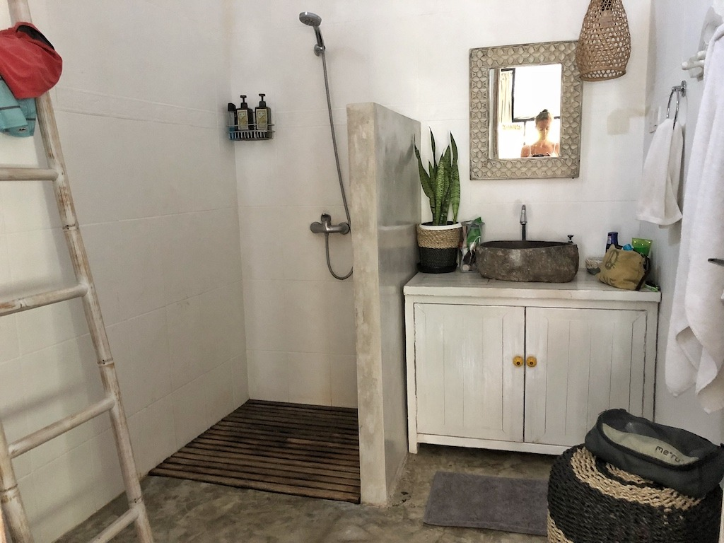 Hostel Recommendation While Travelling to Canggu – Gypsy Moon Bali Bathroom