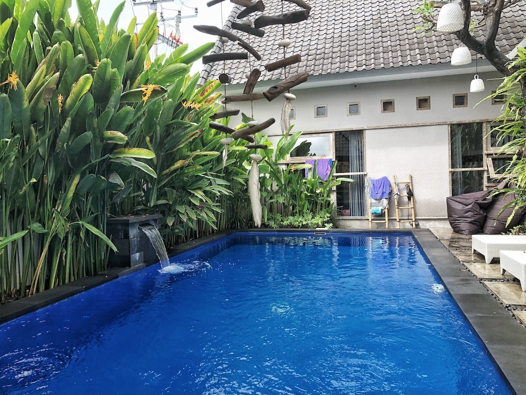 Hostel Recommendation While Travelling to Kuta – Lokal Bali Hostel Swim