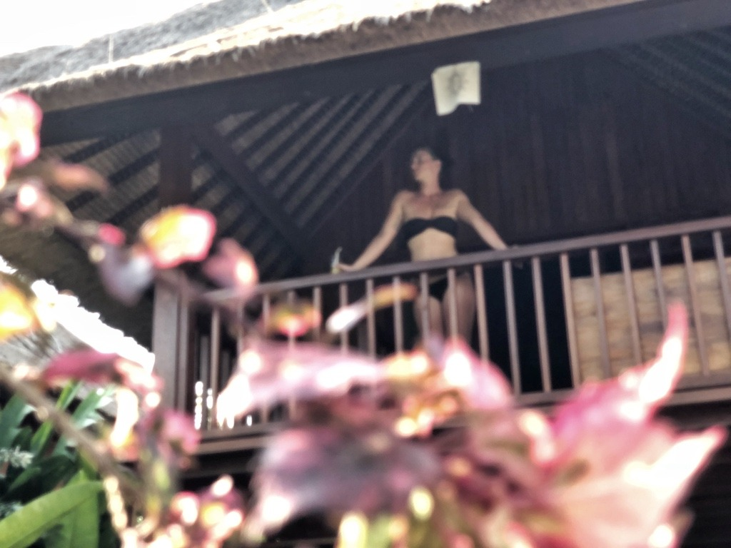 Hostel Recommendation While Travelling to Nusa Lembongan – Sukanusa Luxury Huts Balcony