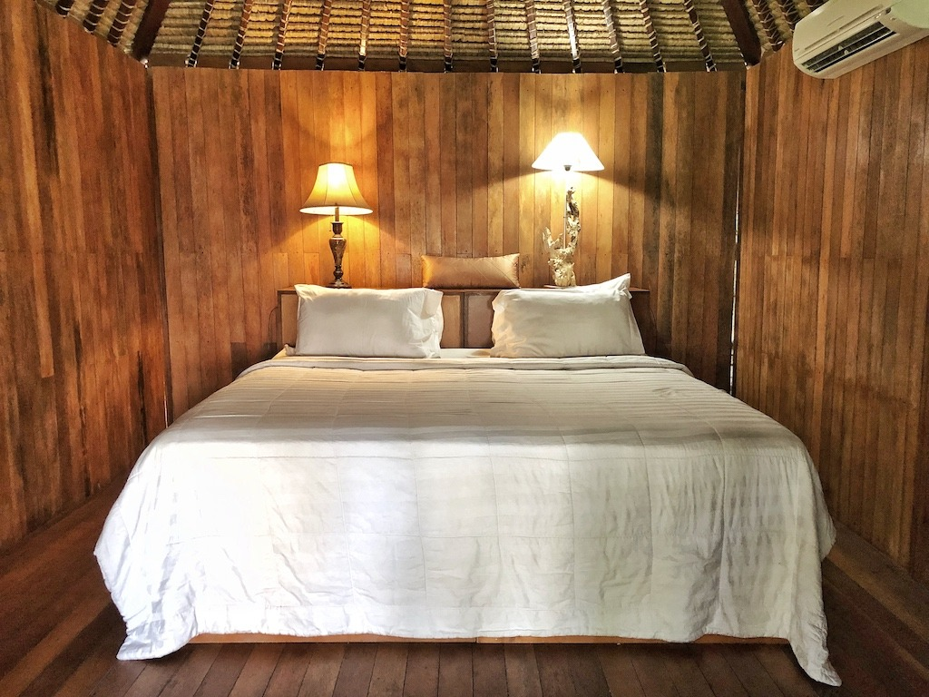 Hostel Recommendation While Travelling to Nusa Lembongan – Sukanusa Luxury Huts Bed