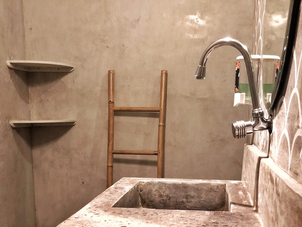 Hostel Recommendation While Travelling to Seminyak – Kosta Hostel Bathroom Layout