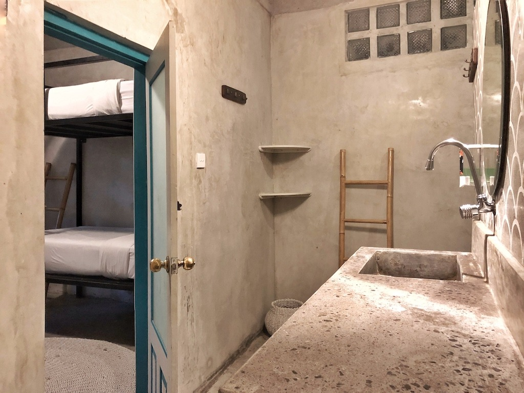 Hostel Recommendation While Travelling to Seminyak – Kosta Hostel Bathroom