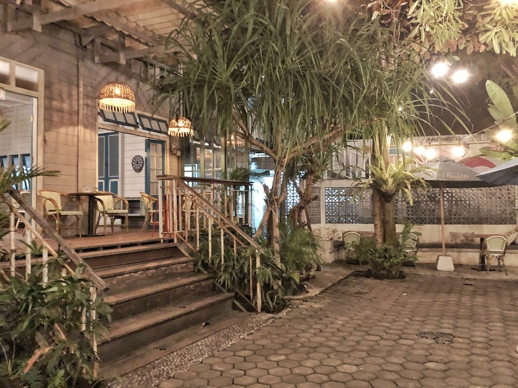 Hostel Recommendation While Travelling to Seminyak – Kosta Hostel Evening