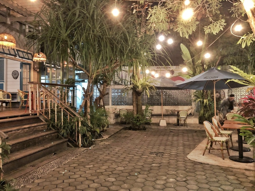 Hostel Recommendation While Travelling to Seminyak – Kosta Hostel Night