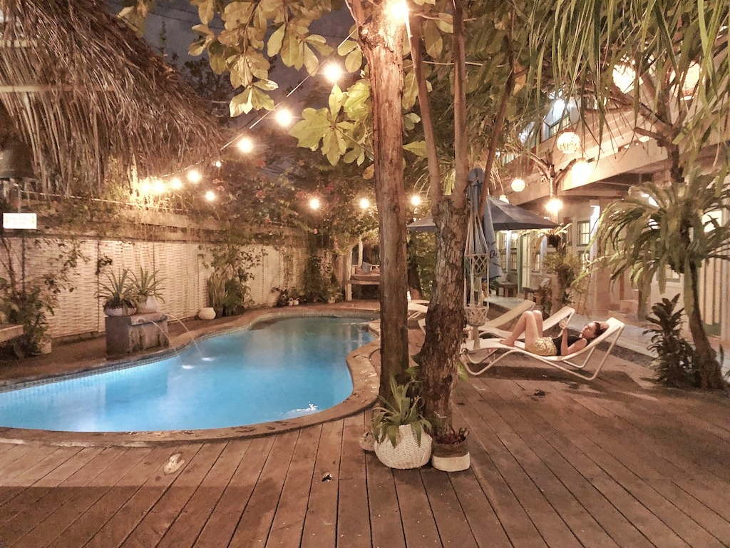 Hostel Recommendation While Travelling to Seminyak – Kosta Hostel Swimming Night