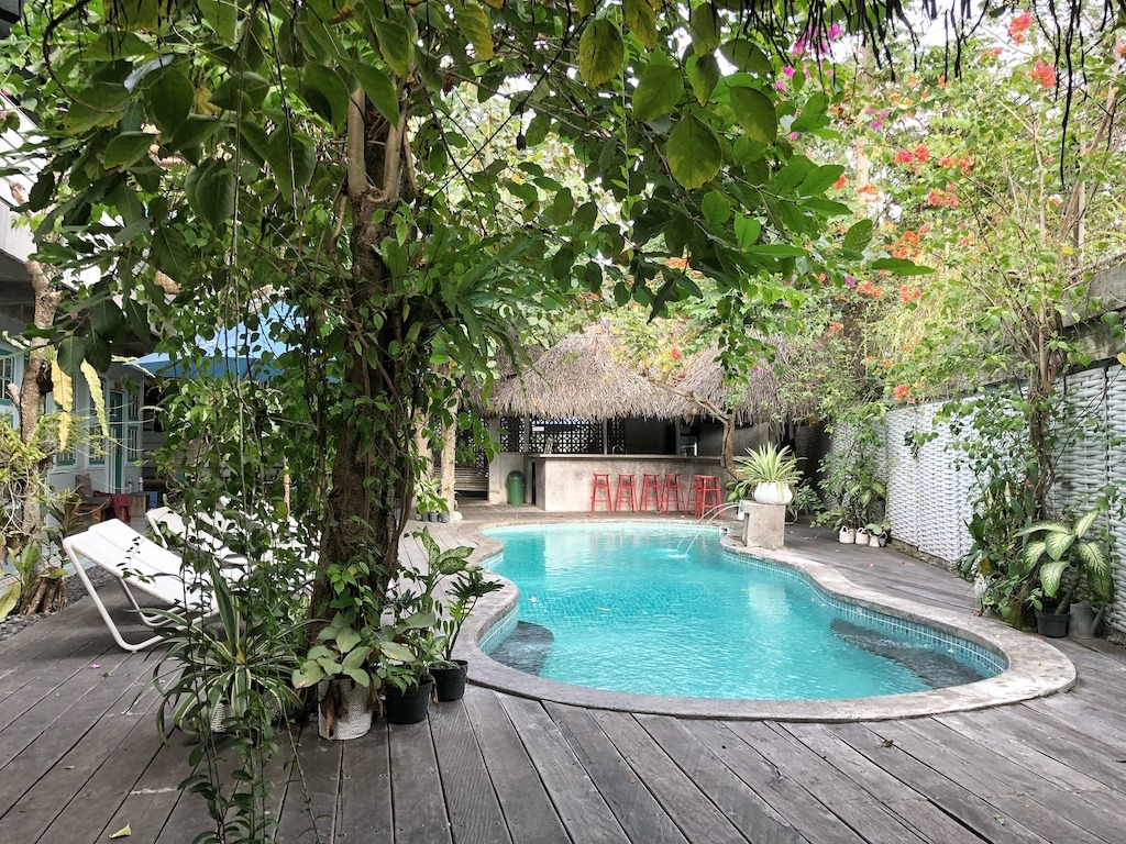 Hostel Recommendation While Travelling to Seminyak – Kosta Hostel Swimming Pool
