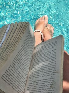 Hostel Recommendation While Travelling to Seminyak – Kosta Hostel Swimming Reading