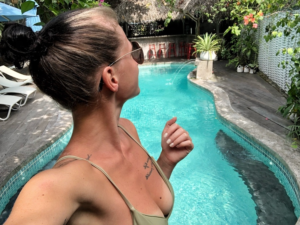 Hostel Recommendation While Travelling to Seminyak – Kosta Hostel Swimming Selfie