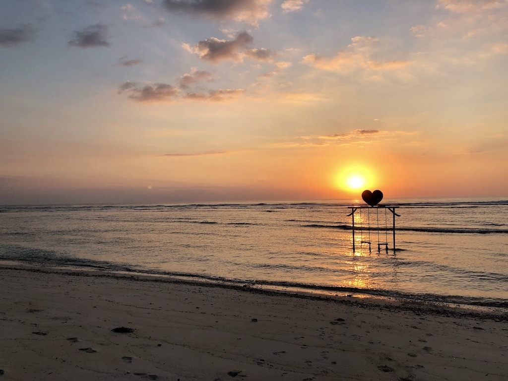 When Your World Is Shaking - Earthquake In Indonesia 2018 - One Day On Gili T Sun