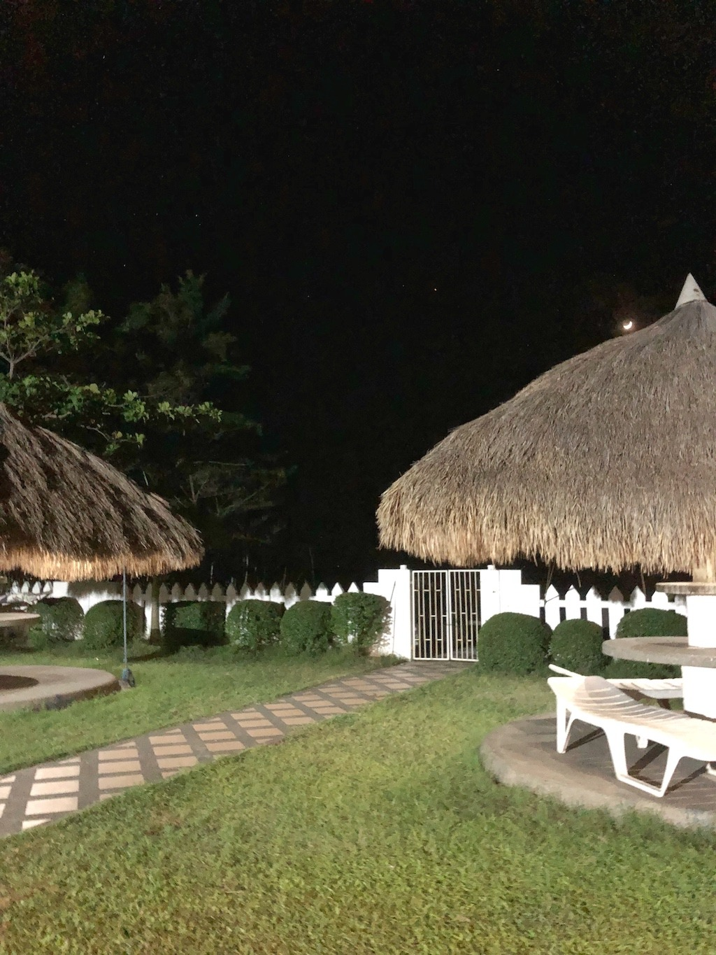 Quick Weekend Getaway From Manila - Private Resort In Zambales By Night