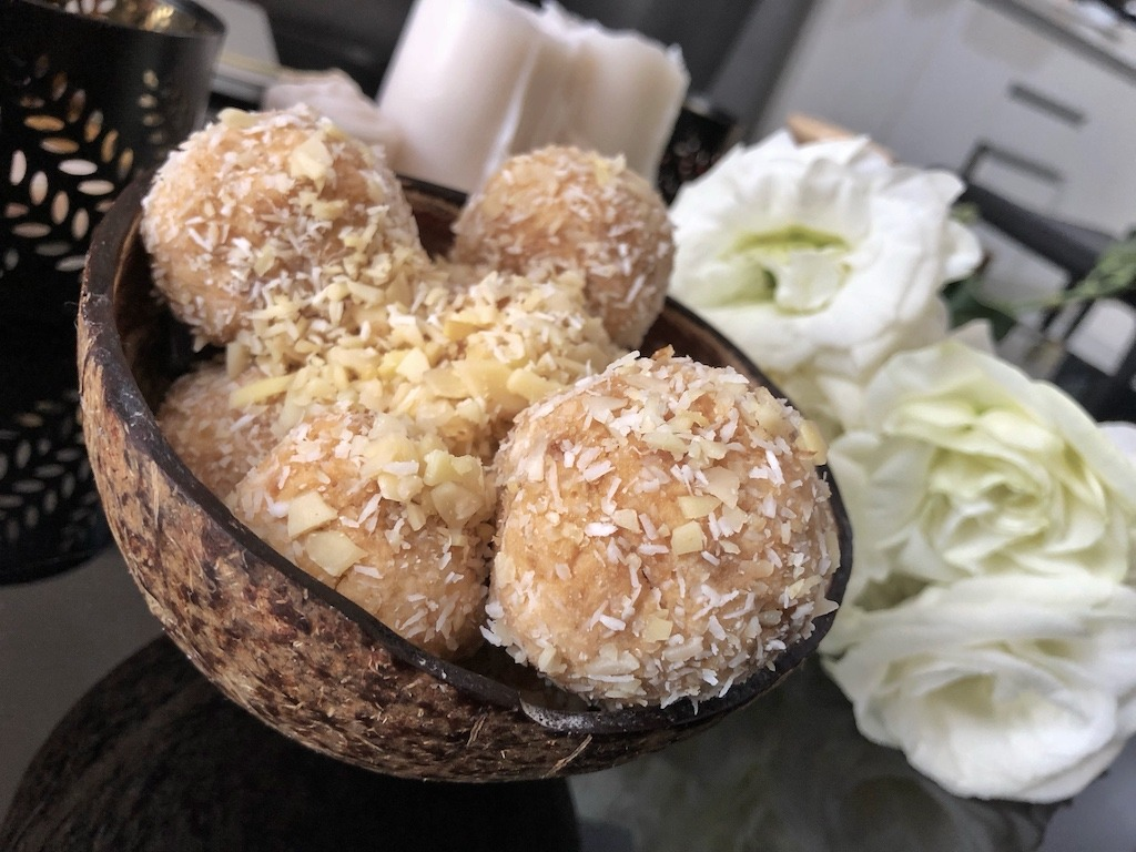 Budget Homemade Raffaello - Healthy Keto Fat Bombs Low Carb No Sugar Added