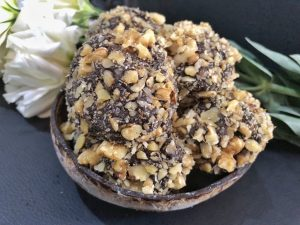 Homemade Ferrero Roche - Healthy Keto Fat Bombs Low Carb No Sugar Added Dessert