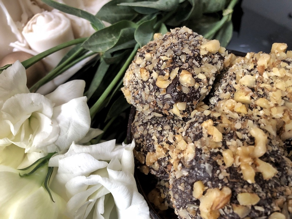 Homemade Ferrero Roche - Healthy Keto Fat Bombs Low Carb No Sugar Added Dessert Truffles