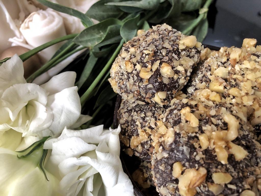 Homemade Ferrero Roche - Healthy Keto Fat Bombs Low Carb No Sugar Added Dessert Truffles