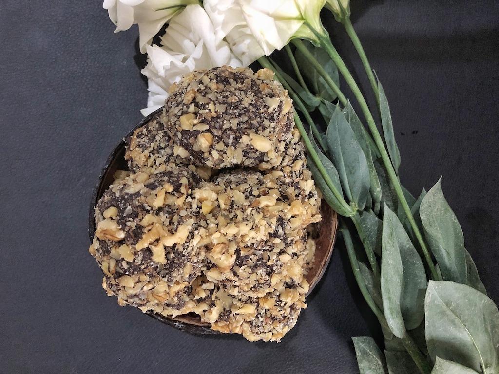 Homemade Ferrero Roche - Healthy Keto Fat Bombs Low Carb No Sugar Added Idea Dessert