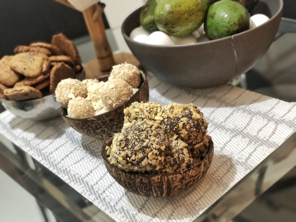 Homemade Ferrero Roche - Healthy Keto Fat Bombs Low Carb No Sugar Added Party