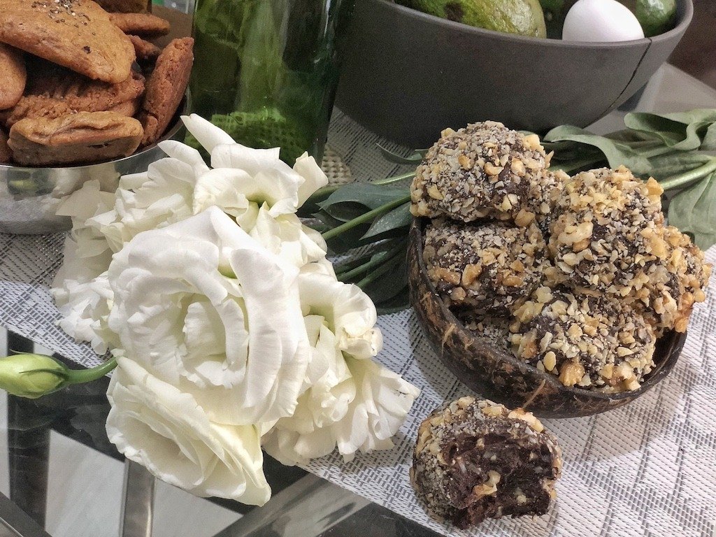 Homemade Ferrero Roche - Healthy Keto Fat Bombs Low Carb No Sugar Added Sweets