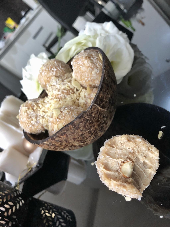 Homemade Raffaello - Fat Bombs Low Carb No Sugar Added