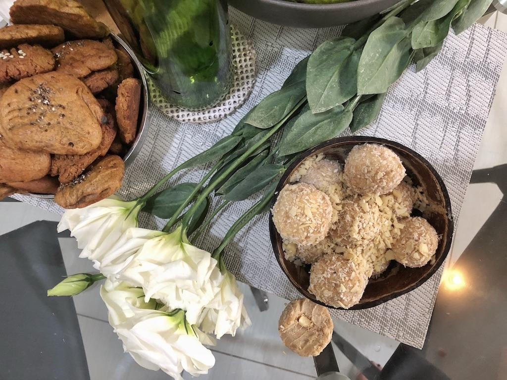 Homemade Raffaello - Healthy Keto Fat Bombs Low Carb Dessert No Sugar Added