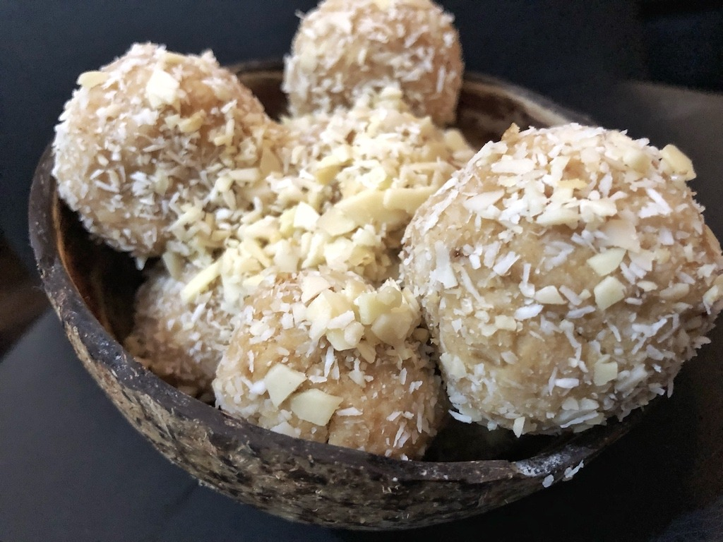 Homemade Raffaello - Healthy Keto Fat Bombs Low Carb No Sugar Added Kids Party