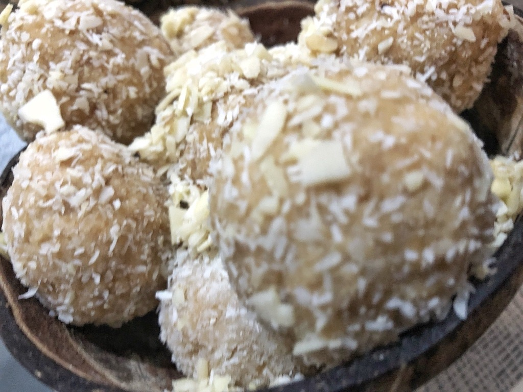 Homemade Raffaello - Healthy Keto Fat Bombs Low Carb No Sugar Added Kitchen