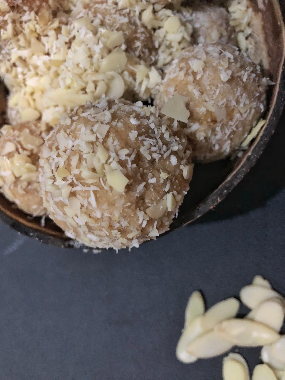 Homemade Raffaello - Healthy Keto Fat Bombs Low Carb No Sugar Added Original