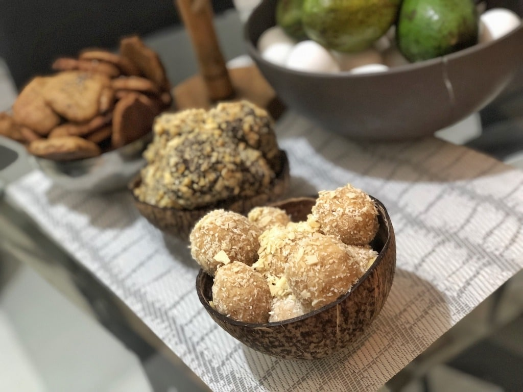 Homemade Raffaello - Healthy Keto Fat Bombs Low Carb No Sugar Added Party