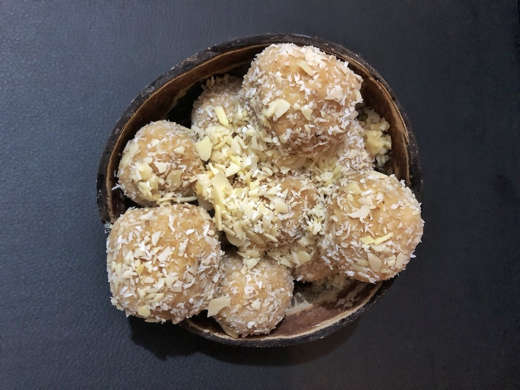 Homemade Raffaello - Healthy Keto Fat Bombs Low Carb No Sugar Added School Party