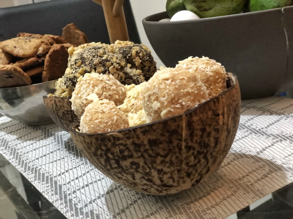 Homemade Raffaello - Healthy Keto Fat Bombs Low Carb No Sugar Added Snacks