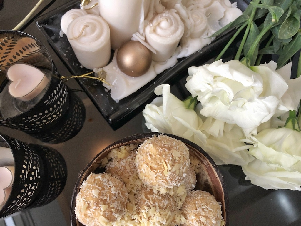 Homemade Raffaello - Healthy Keto Fat Bombs Low Carb No Sugar Added Students