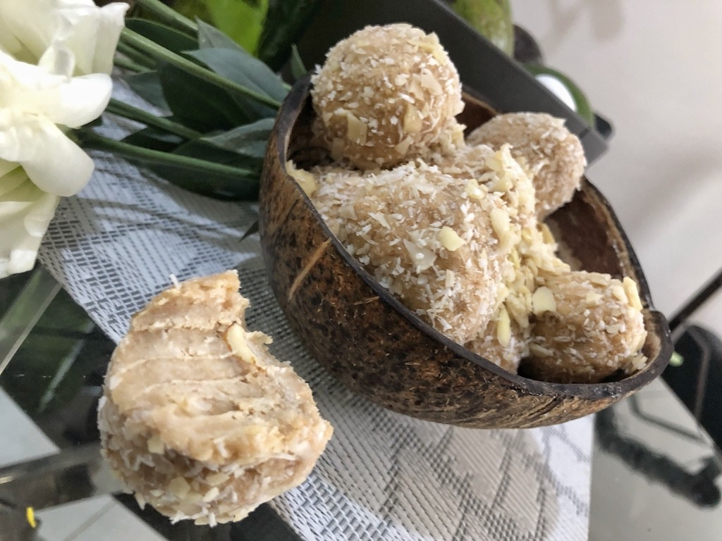 Homemade Raffaello - Healthy Keto Fat Bombs Low Carb No Sugar Added Sweets