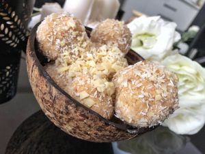 Homemade Raffaello - Healthy Keto Fat Bombs Low Carb No Sugar Added Uni