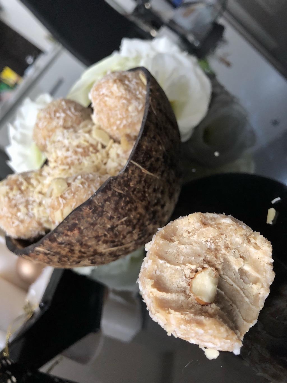 Homemade Raffaello - Keto Fat Bombs Low Carb No Sugar Added