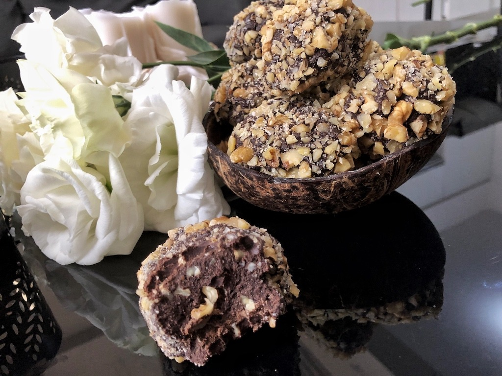 Kinderparty Homemade Ferrero Roche - Healthy Keto Fat Bombs Low Carb No Sugar Added