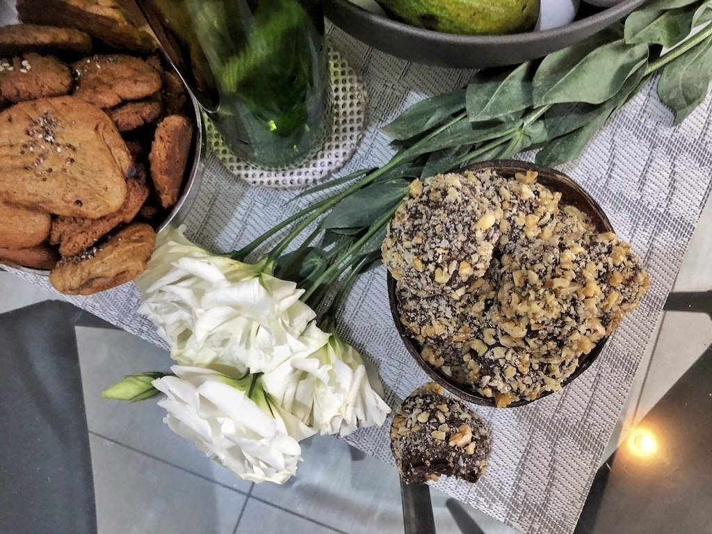 Summer Homemade Ferrero Roche - Healthy Keto Fat Bombs Low Carb No Sugar Added