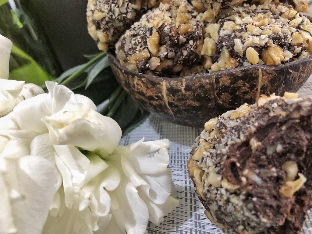 Sweets Homemade Ferrero Roche - Healthy Keto Fat Bombs Low Carb No Sugar Added