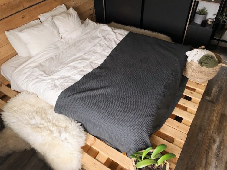 Bed Bedroom Decor - Interior Design