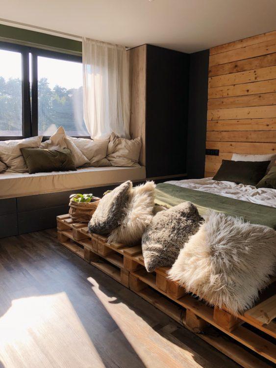Pallets Bedroom Decor - Interior Design