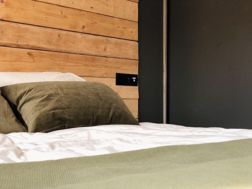 Wood Bedroom Decor - Interior Design